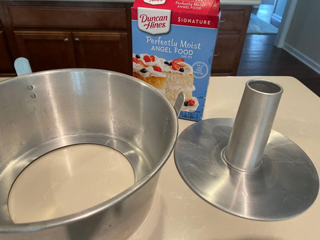 Cake pan and mix.